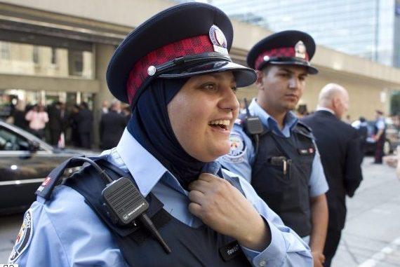 Policia angleze konvertohet në Islam, ja arsyeja